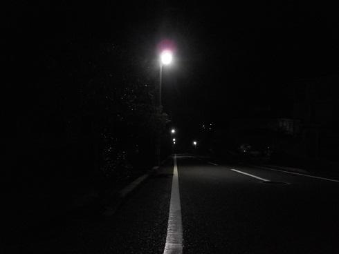 冬の道を照らすLEDの灯_e0175370_8375210.jpg