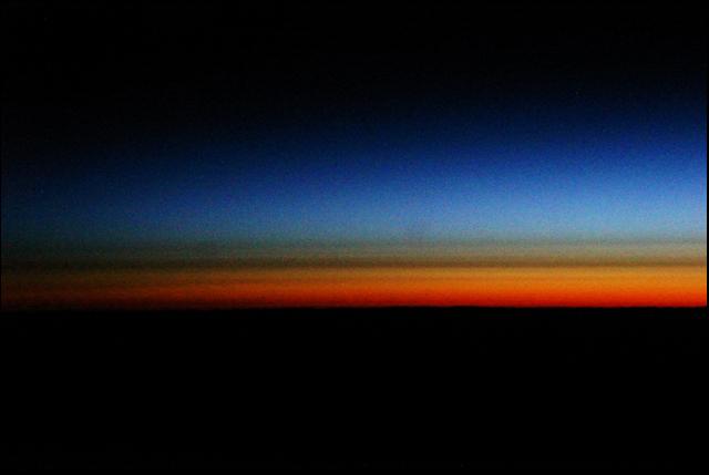 真夜中に数年前の飛行機の窓からの宇宙の神秘を思い出して_a0031363_7521383.jpg
