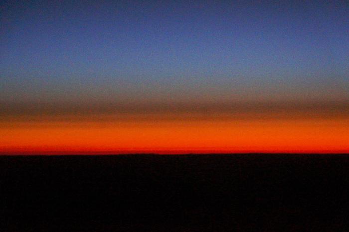 真夜中に数年前の飛行機の窓からの宇宙の神秘を思い出して_a0031363_757534.jpg