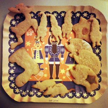 クリスマスクッキーを作りつつ……_f0207434_1814541.jpg