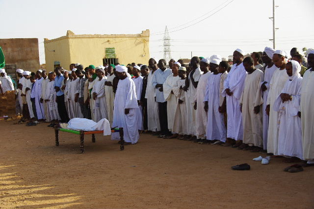 【スーダン周遊】 ハマデルニール・モスクのスーフィーの祭 (1)_c0011649_6152671.jpg