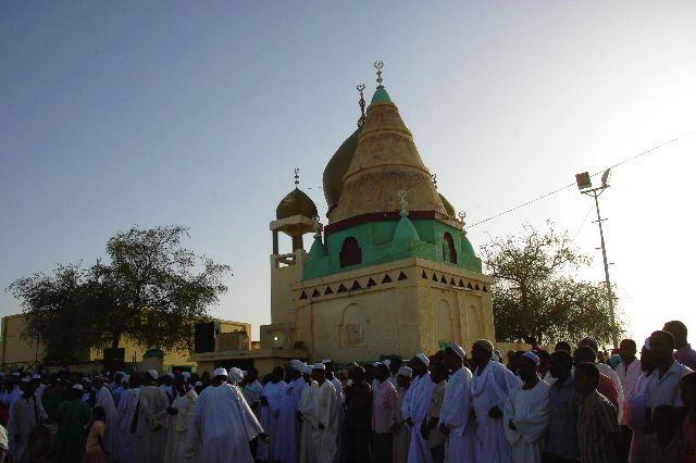 【スーダン周遊】 ハマデルニール・モスクのスーフィーの祭 (1)_c0011649_6184418.jpg