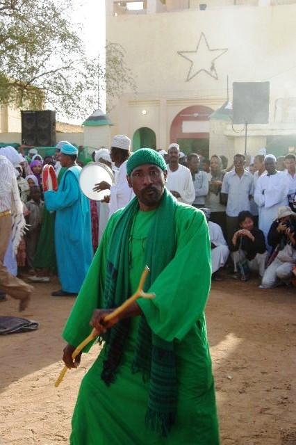 【スーダン周遊】 ハマデルニール・モスクのスーフィーの祭 (1)_c0011649_6302788.jpg