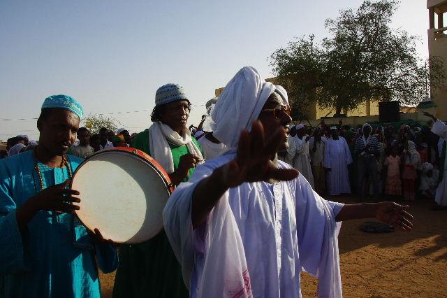 【スーダン周遊】 ハマデルニール・モスクのスーフィーの祭 (1)_c0011649_6384476.jpg