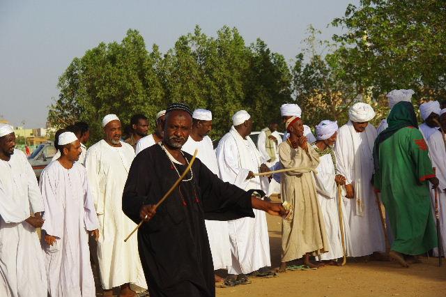 【スーダン周遊】 ハマデルニール・モスクのスーフィーの祭 (1)_c0011649_772037.jpg