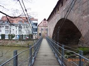 Nuernberg ペグニッツ川の風景と聖ローレンツ教会_e0195766_6114939.jpg