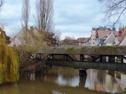 Nuernberg ペグニッツ川の風景と聖ローレンツ教会_e0195766_6123636.jpg