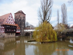 Nuernberg ペグニッツ川の風景と聖ローレンツ教会_e0195766_6125211.jpg
