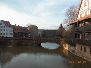 Nuernberg ペグニッツ川の風景と聖ローレンツ教会_e0195766_6141112.jpg