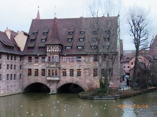 Nuernberg ペグニッツ川の風景と聖ローレンツ教会_e0195766_6144847.jpg