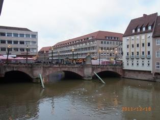 Nuernberg ペグニッツ川の風景と聖ローレンツ教会_e0195766_615526.jpg