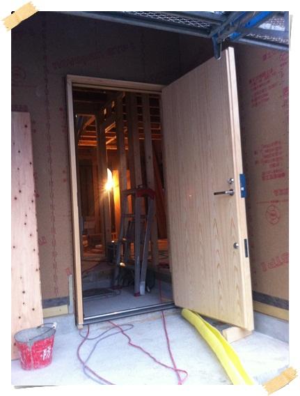 着工37日目、とうとう木製サッシが設置(無塗装だけど)_c0176271_0242733.jpg