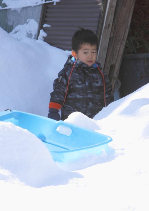 子どもは風の子~元気な子  三島町西方 2011・12・24_e0143883_1822822.jpg