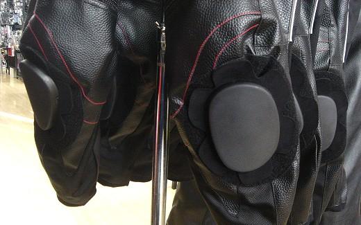 お買い得な防寒レザーパンツあります!_b0163075_835978.jpg