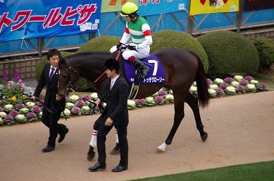 魅せた三冠馬の底力!オルフェーヴルが重賞6連勝で豪華メンバーの有馬記念を制す!_b0015386_2374670.jpg
