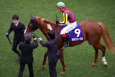 魅せた三冠馬の底力!オルフェーヴルが重賞6連勝で豪華メンバーの有馬記念を制す!_b0015386_248231.jpg