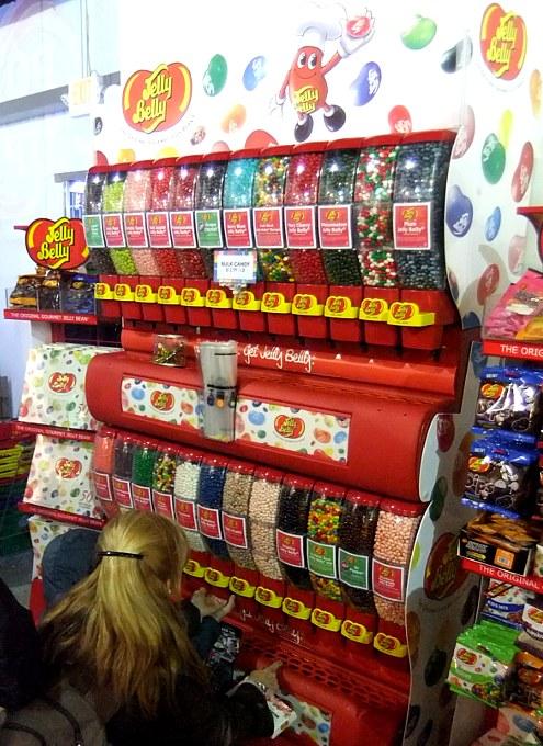 年明け7日までオープン中のNYのお菓子の国 Dylan\'s Candy Bar_b0007805_23215990.jpg