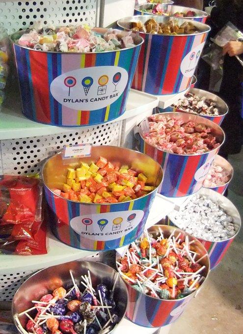 年明け7日までオープン中のNYのお菓子の国 Dylan\'s Candy Bar_b0007805_23464795.jpg
