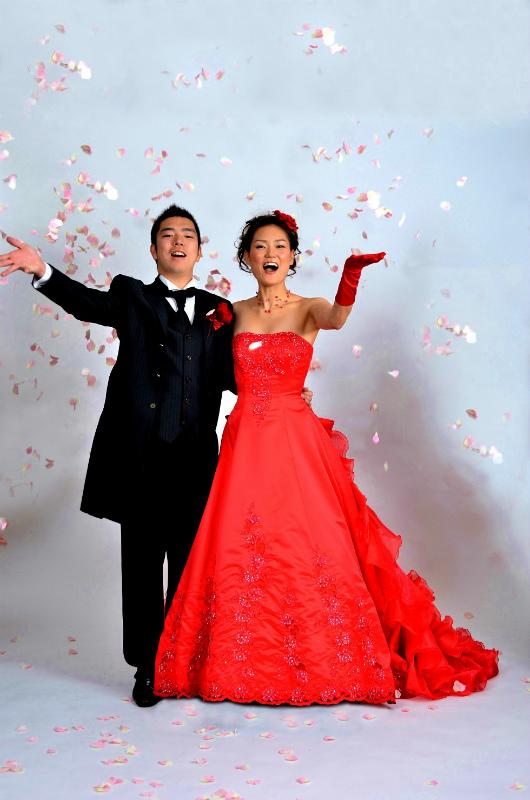 新郎新婦様からのメール 人生で初めて、花にときめいた一日  赤いドレスに_a0042928_23165671.jpg
