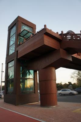 韓国に飫肥杉製の歩道橋?_f0138874_15493160.jpg