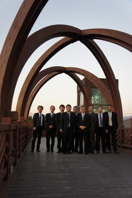 韓国に飫肥杉製の歩道橋?_f0138874_167020.jpg