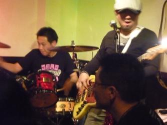 2011年、カラフル年末ライブのライブレポ:その1。_e0188087_043413.jpg
