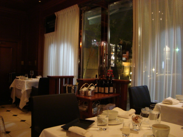広尾「レストラン マノワ」へ行く。_f0232060_34254.jpg