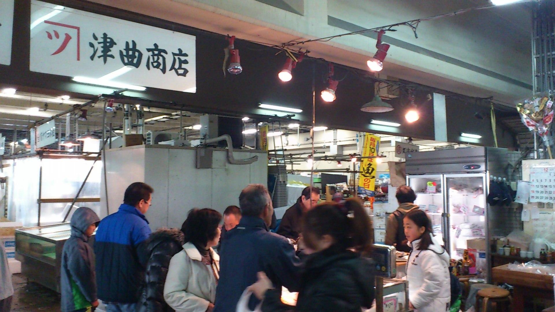 魚市場は大忙し_b0039825_12582197.jpg