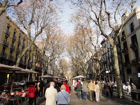 バルセロナの陽気な町並み_a0152501_23244835.jpg