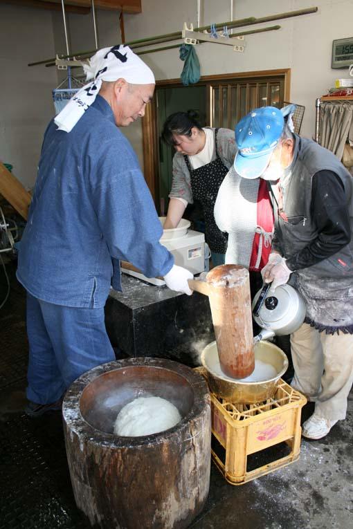 若林伝吉邸での餅つきと「新北鎌倉の恵み」の試飲①餅つき_c0014967_19324026.jpg