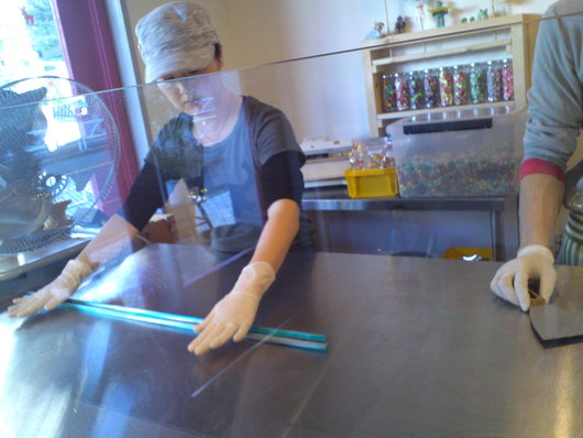 TIK TOK (用賀)にて、キャンディ作り見学。_a0213770_13392182.jpg