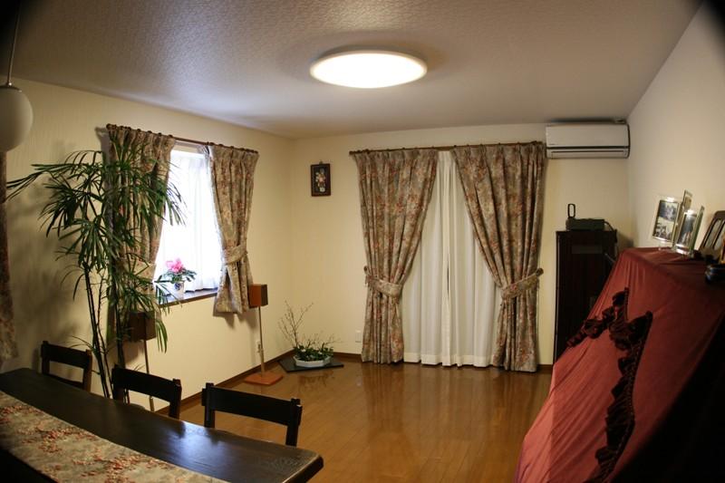2011年12月25日   カーテンとりつけ _f0229190_161620.jpg