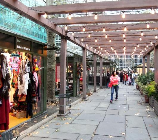 NYのブライアント・パークのホリデー・マーケットは新年になってもまだオープン中?!_b0007805_1357213.jpg
