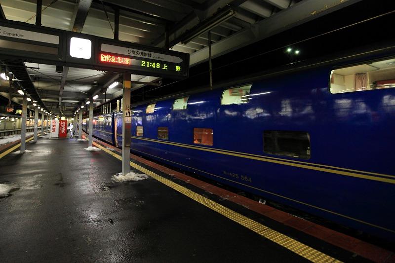 函館駅で機関車の交替_a0160581_19385422.jpg