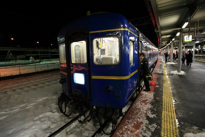 函館駅で機関車の交替_a0160581_19402097.jpg