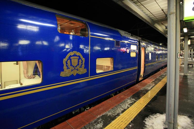 函館駅で機関車の交替_a0160581_19412172.jpg