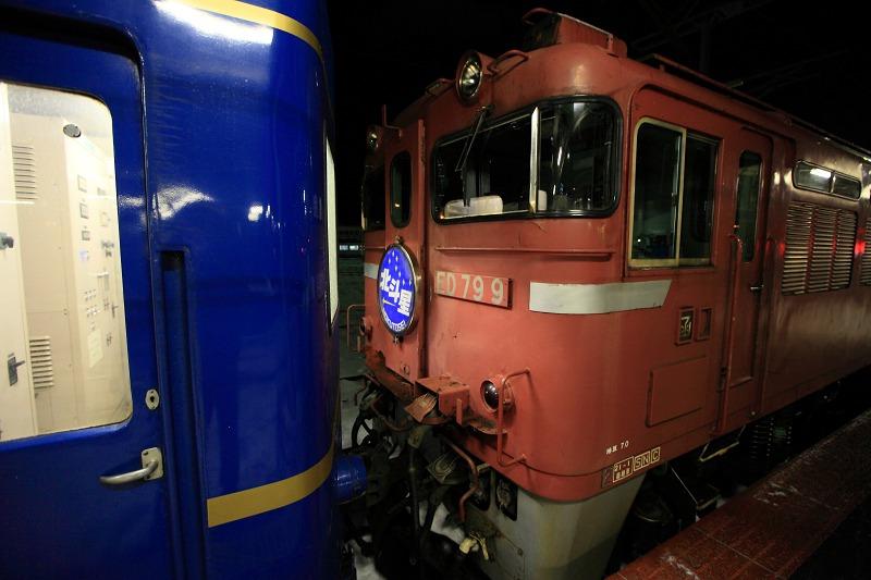 函館駅で機関車の交替_a0160581_19433338.jpg