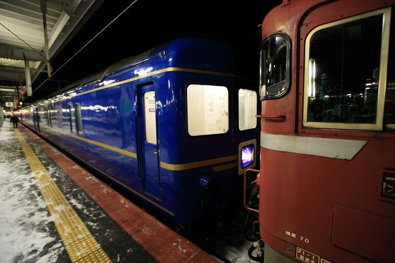 函館駅で機関車の交替_a0160581_19464469.jpg