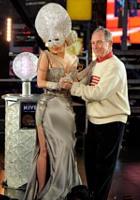 ブルームバーグNY市長とレディ・ガガさんのキス写真が地元紙の一面に_b0007805_0285788.jpg