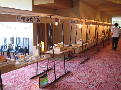 日南市内のホテルを飫肥杉化_f0138874_1653754.jpg
