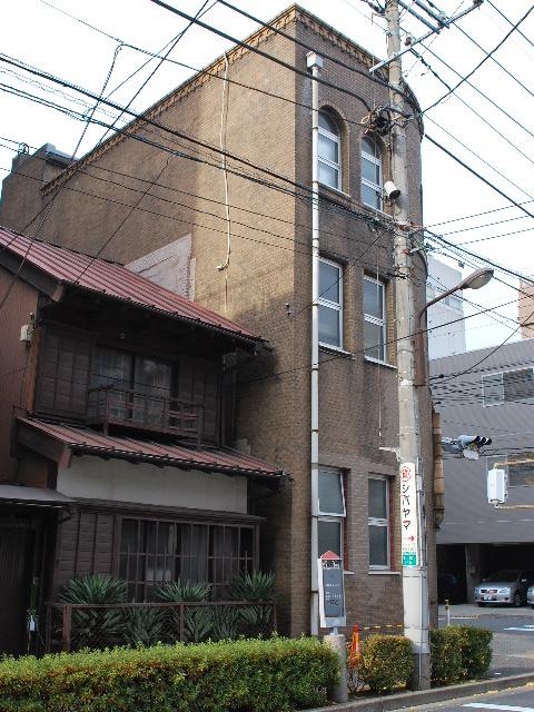 東京深川の村林ビル(建築家・関根要太郎作品研究)_f0142606_1814596.jpg