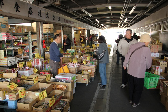 広島市中央卸売市場東部市場、年末恒例の「市場まつり」_b0095061_2135507.jpg