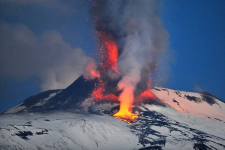 A Happy New Fire!:エトナ火山が噴火!_e0171614_11573930.jpg