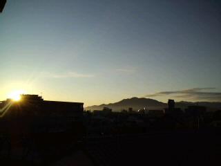 すがすがしい!朝です。今日もいい事がありそう!!油山〜脊振山系を望んで…_d0082356_7541411.jpg