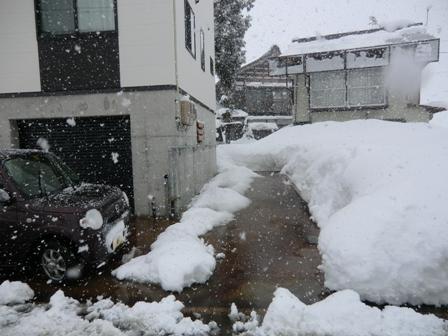 屋根の雪の心配がない家_a0128408_18144096.jpg