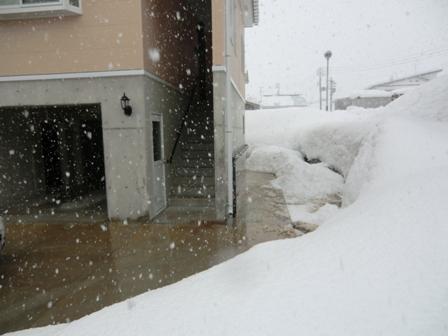 屋根の雪の心配がない家_a0128408_1814523.jpg