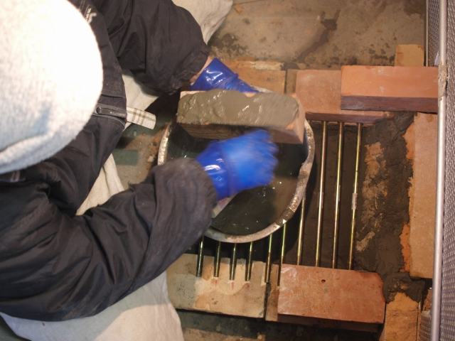 電気窯の薪投入口をつくる。_b0135432_10522233.jpg