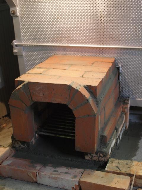 電気窯の薪投入口をつくる。_b0135432_10554873.jpg
