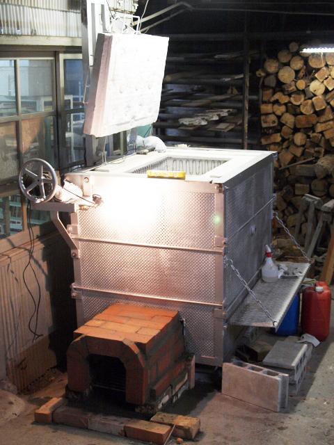 電気窯の薪投入口をつくる。_b0135432_11144824.jpg