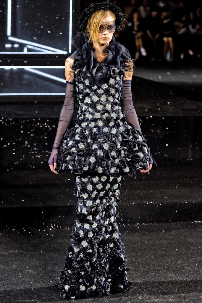 Les d fil s haute couture paris les balades de belette for 1960 s haute couture